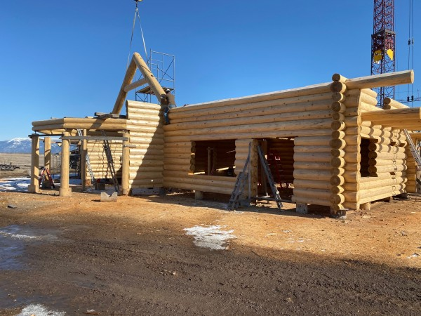 Setting a collar tie truss on this Scandinavian full scribe home.
